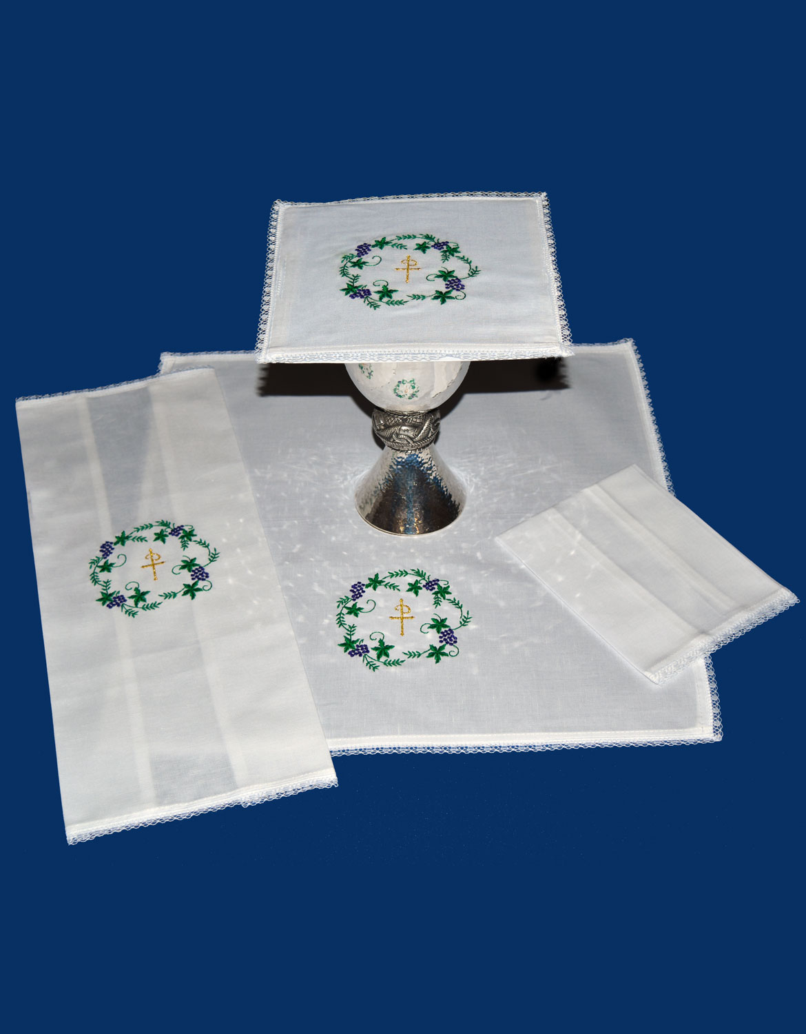 Mass Linen Set | Chi Rho Grapes Leaves